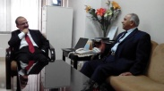 Dr. Saleem meeting with the AIOU Vice Chancellor Dr. Siddiqui in his office.